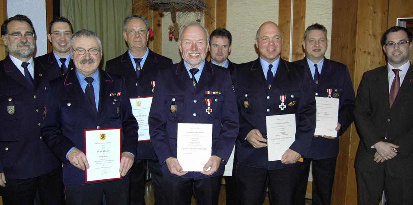 Auszeichnungen und Ehrungen bei der Fe... sowie   Bürgermeister Ulrich Krieger   | Foto: Melanie Dramac