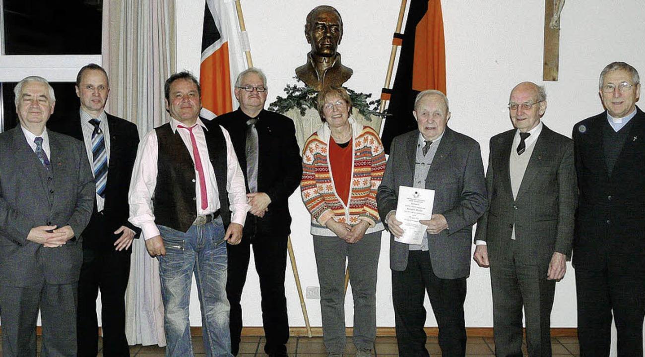 Die Breisacher Kolpingsfamilie ehrte  ...yer und Regionalpräses Herbert Skoda.   | Foto: hermann metz