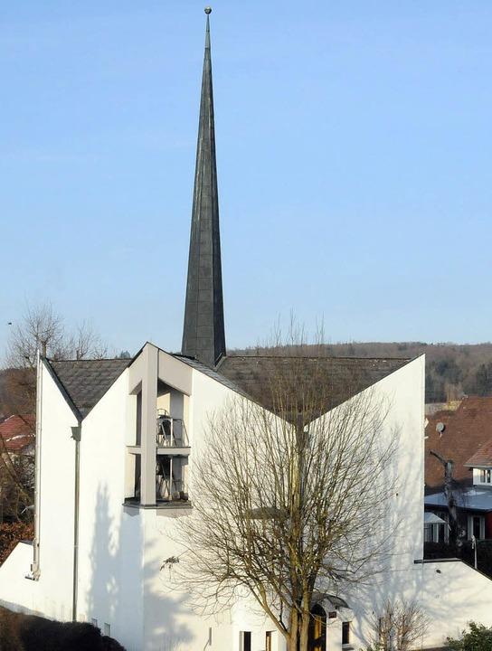 Spatenstich vor 50 Jahren: Die vom bek...s Gulbransson gebaute Christuskirche.     Foto: Robert Bergmann