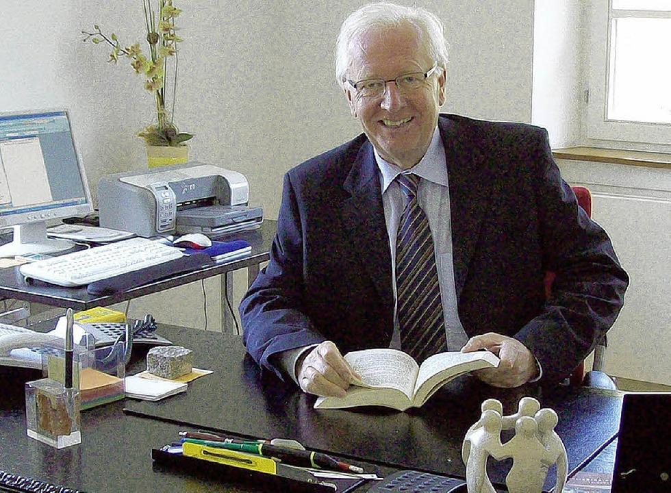 Dieter Klotz will seinen Schreibtisch ...hr vor Ablauf seiner Amtszeit räumen.   | Foto: BZ