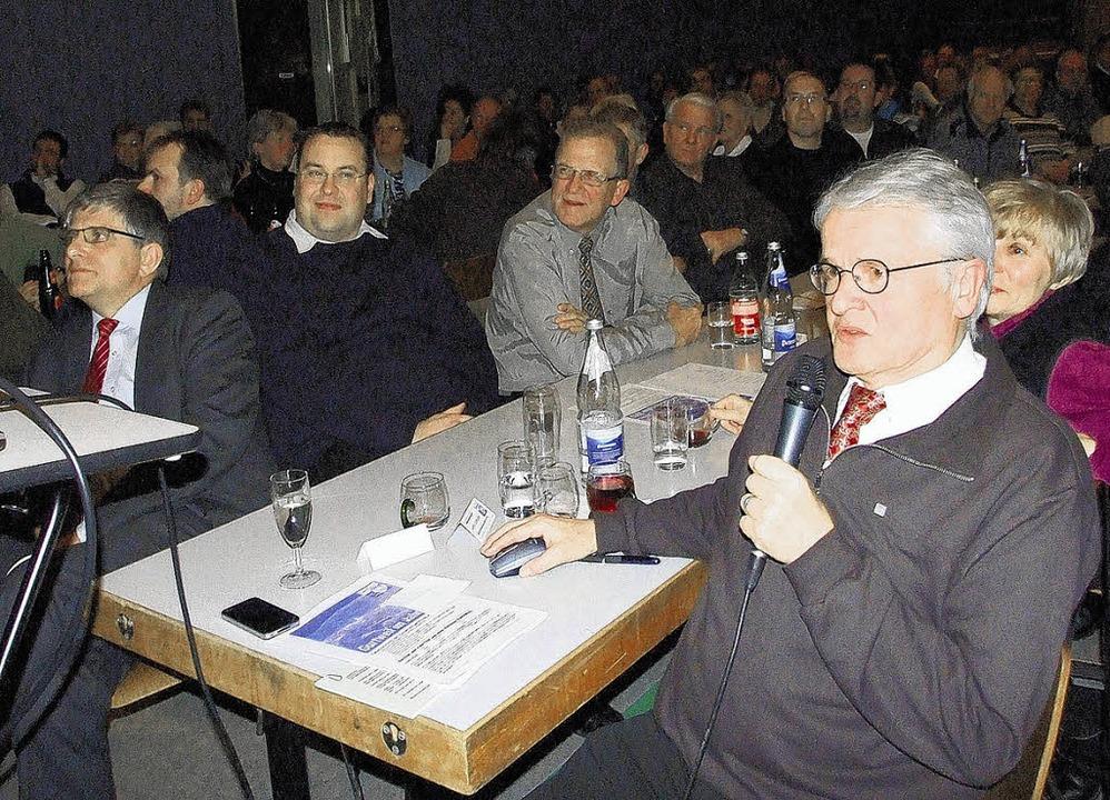 Gurtweils Ortsvorsteher Alfred Scheubl... war auch  OB Martin Albers (links).    | Foto: Freudig