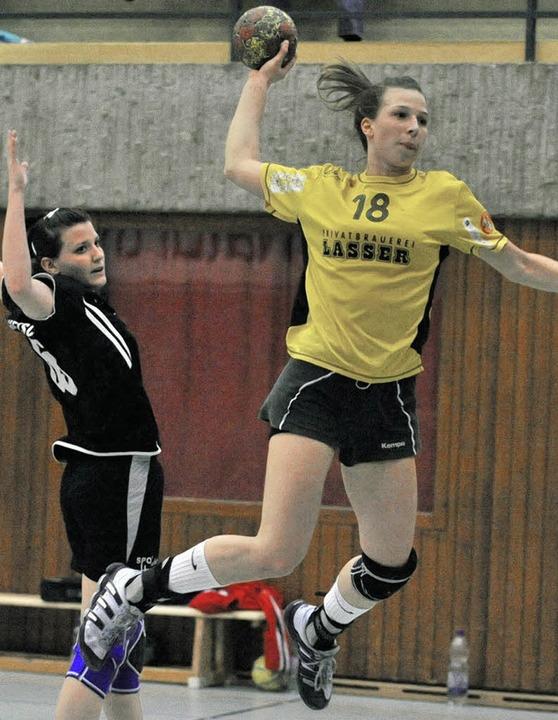 Auf Stephanie Jung (rechts) müssen die...gegen Freiburg am Samstag verzichten.     Foto: andré roos