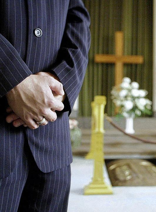 Kein leichtes Geschäft: das Bestattungsgewerbe    Foto: DPA