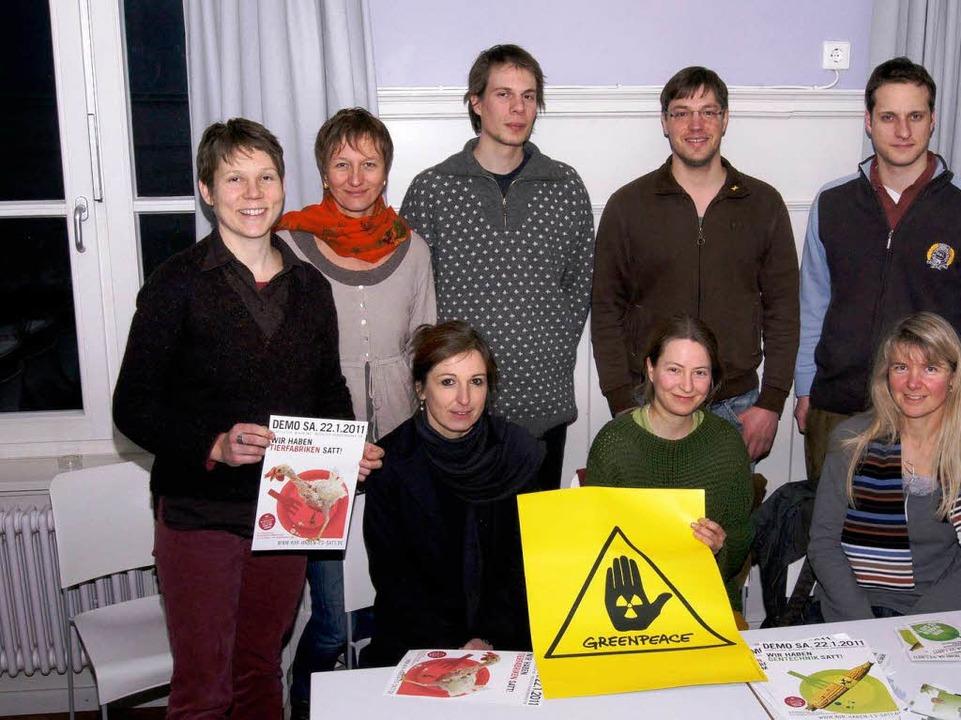 Die Greenpeace-Gruppe in Lörrach befin...hilft der jungen Gruppe auf die Beine.  | Foto: cjz