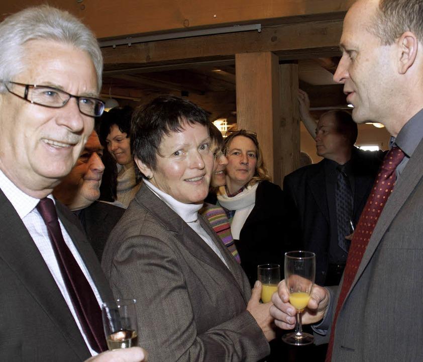 Bürgermeister Christian Behringer (rec... Gespräch mit Bürgerinnen und Bürger.     Foto: Wilfried Dieckmann