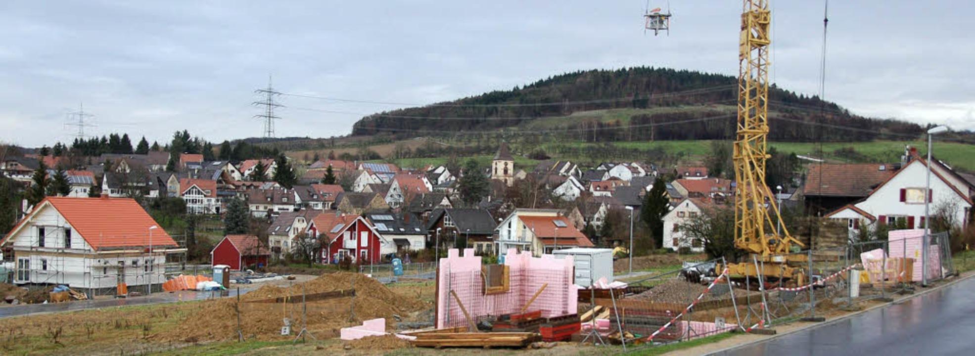 """Die ersten Häuser werden in der &#8222...n Hofrütte"""" in Wollbach gebaut.     Foto: Markus Maier"""