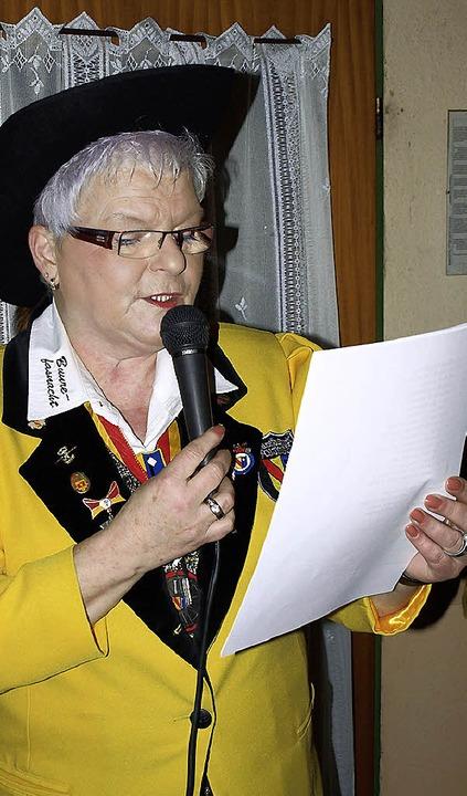Zeremonienmeisterin Maria Köpfer verkündet das Motto.    Foto: Paul Schleer