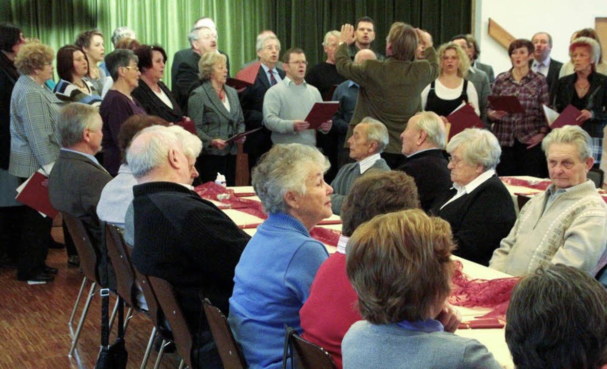 Regen Anklang findet der Seniorennachm...n des Eichener Gesangvereins gehören.     Foto: Hans-Jürgen Hege