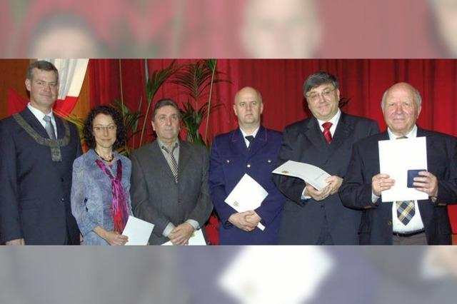 Verdienstmedaillen für fünf engagierte Bürger