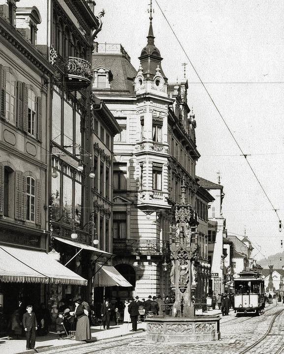 Links zu sehen der erste Warenhaus-Neu...8220; über drei Etagen (Foto um 1900).  | Foto: Stadtarchiv
