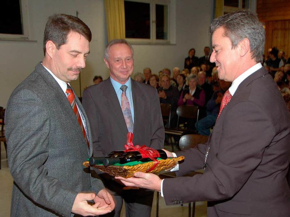Der Bürgermeister dankte seinen Stellv... Zängerle für die gute Zusammenarbeit.  | Foto: Manfred Frietsch