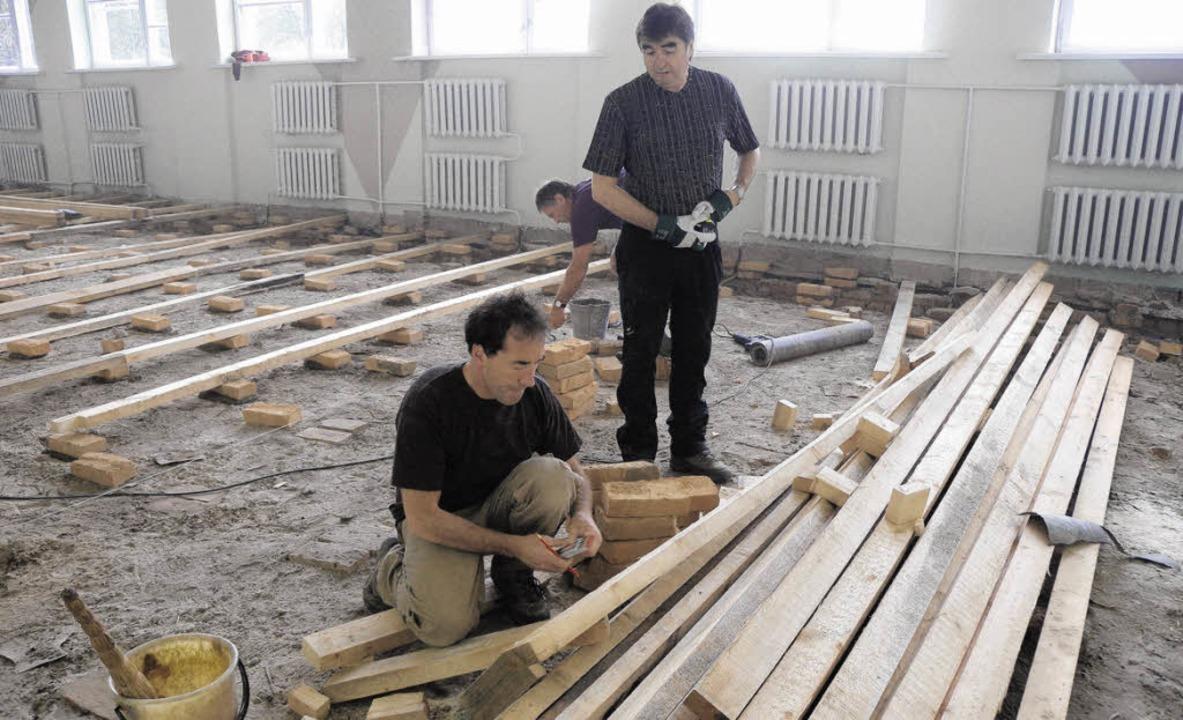 Optimismus und großen Arbeitseifer leg...allenboden in Ritschow erneuert war.    | Foto: Dehmel