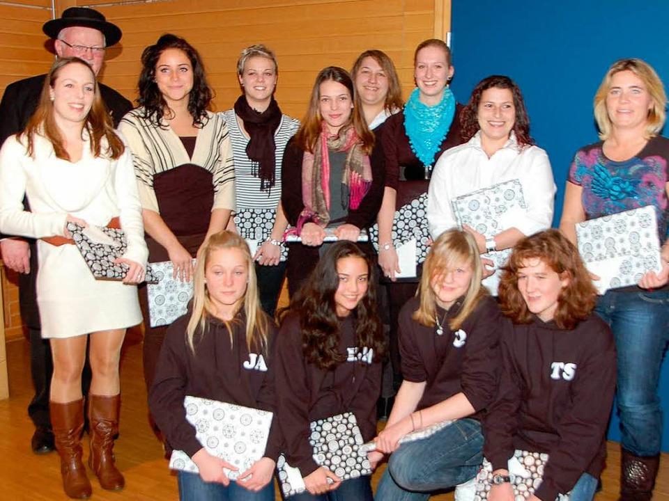 Ehrung für zwei Meistertitel bei den  ...hend die Damenmannschaft des TSV March  | Foto: Manfred Frietsch