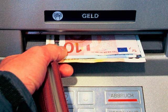Geldautomaten: Fremdgehen hat weiter seinen Preis