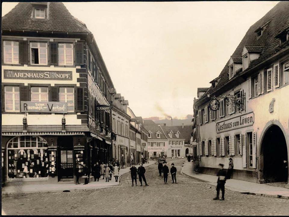 In gemieteten Räumen betrieb Sally Kno... Emmendinger Marktplatz diese Filiale.  | Foto: Stadtarchiv Emmendingen
