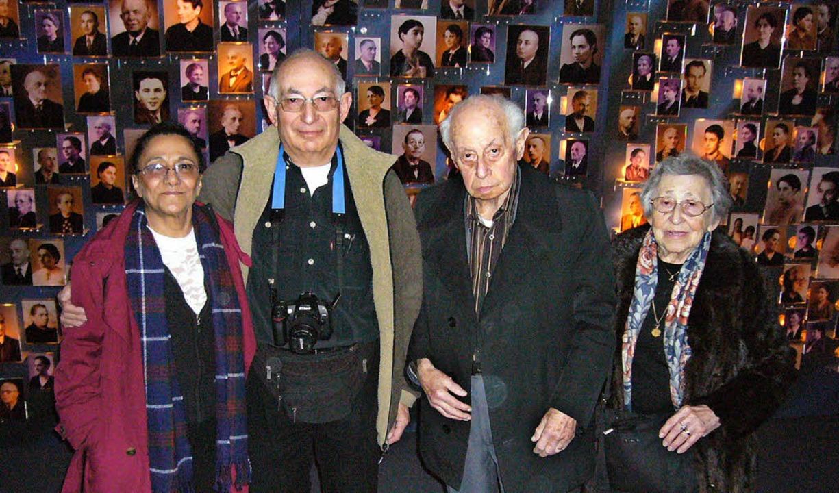 """Arnold Lederer (Zweiter von rechts) be...rinnerung"""" auf der Salmenempore.    Foto: privat"""