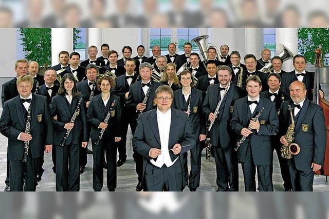 Profis spielen für musizierende Behinderte