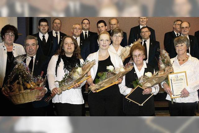 Gesangverein würdigt treue Sängerinnen