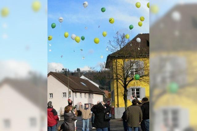 Ballons der Hoffnung stiegen gen Himmel