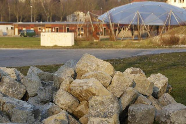 Mauer der Erinnerung ans alte Kraftwerk