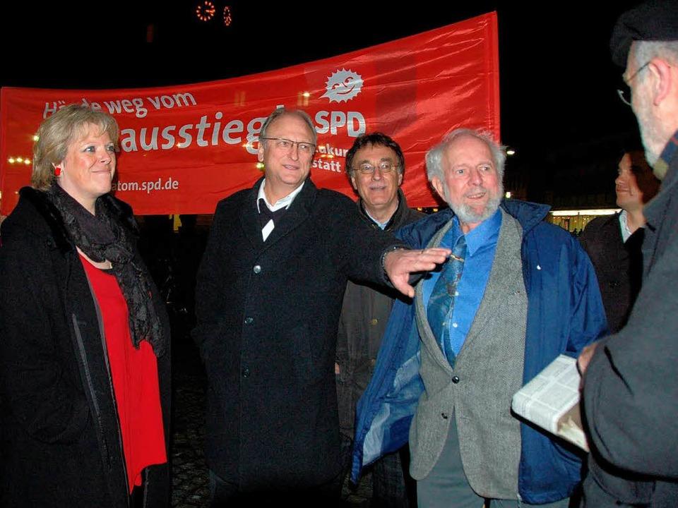 Und Platz für die Fotografen … s...tsvereinsvorsitzender Hanspeter Hauke.  | Foto: Sylvia-Karina Jahn