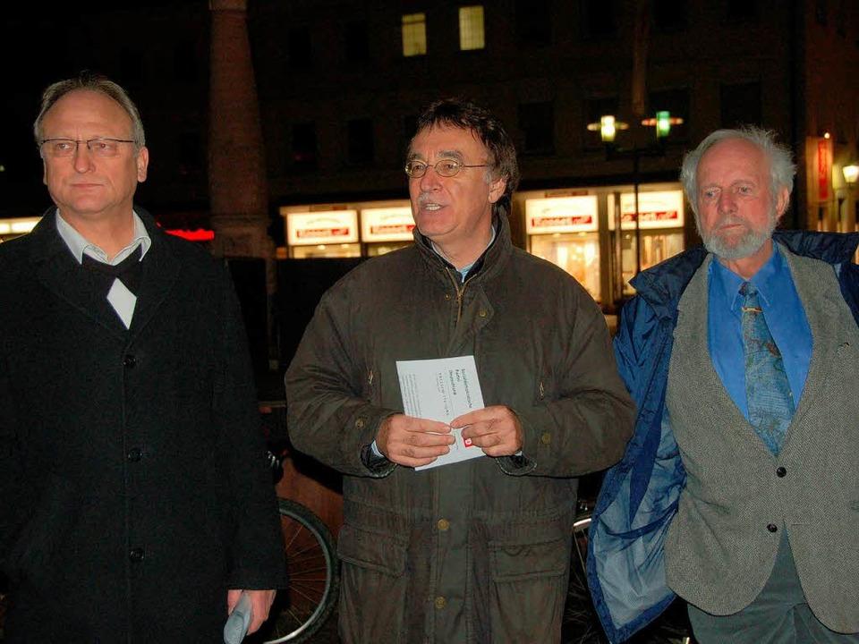 SPD-Montagsdemo: Ernst Ulrich von Weiz...mit Dieter Wörner und Hans-Peter Hauke  | Foto: Sylvia-Karina Jahn