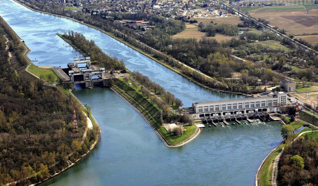 Das Wasserkraftwerk und die Schleusen von Kembs   | Foto: Erich Meyer