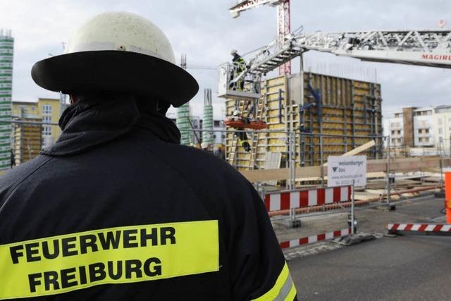 Arbeiter stürzt mehr als drei Meter in die Tiefe