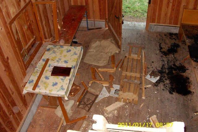 Zwei Schutzhütten sinnlos zerstört