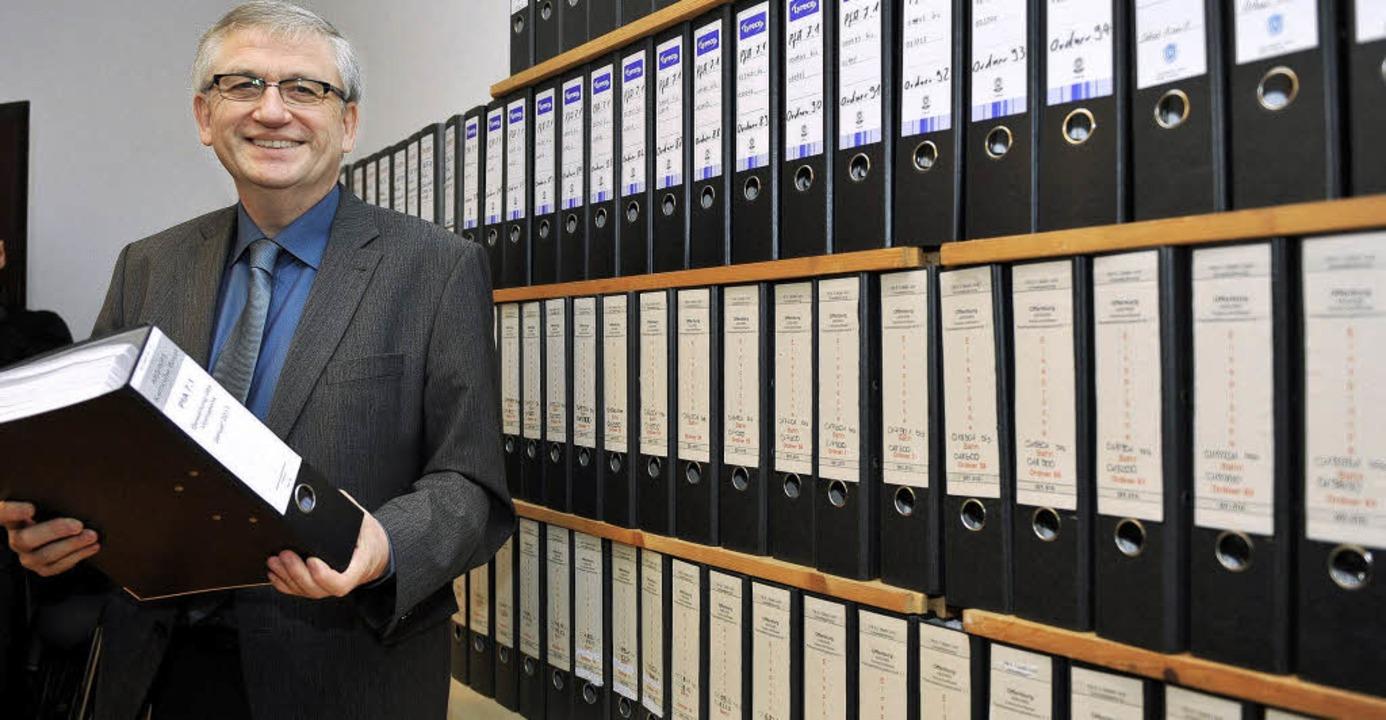 Regierungspräsident  Julian Würtenberg...t den 46000 Offenburger Einwendungen.   | Foto: Rolf Haid/dpa
