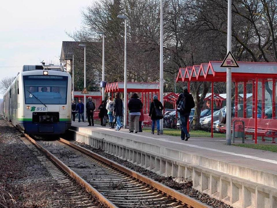 Bis Ende 2018 soll die Breisgau-S-Bahn...15-Minuten-Takt durch Ihringen fahren.  | Foto: Kai Kricheldorff