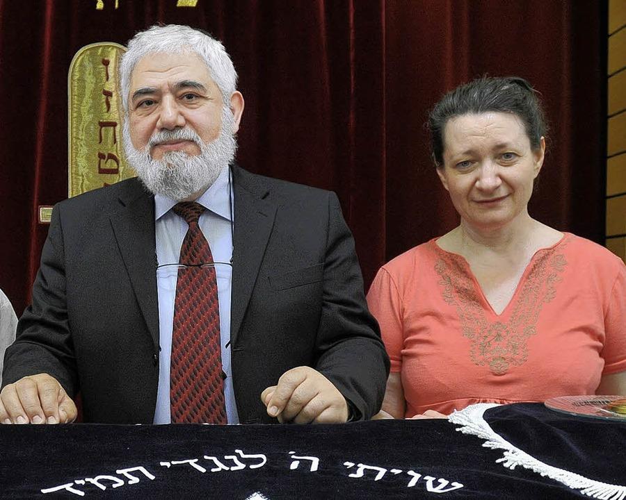 Noch Seite an Seite: Der Rabbiner und  Irina Katz.   | Foto: Ingo Schneider