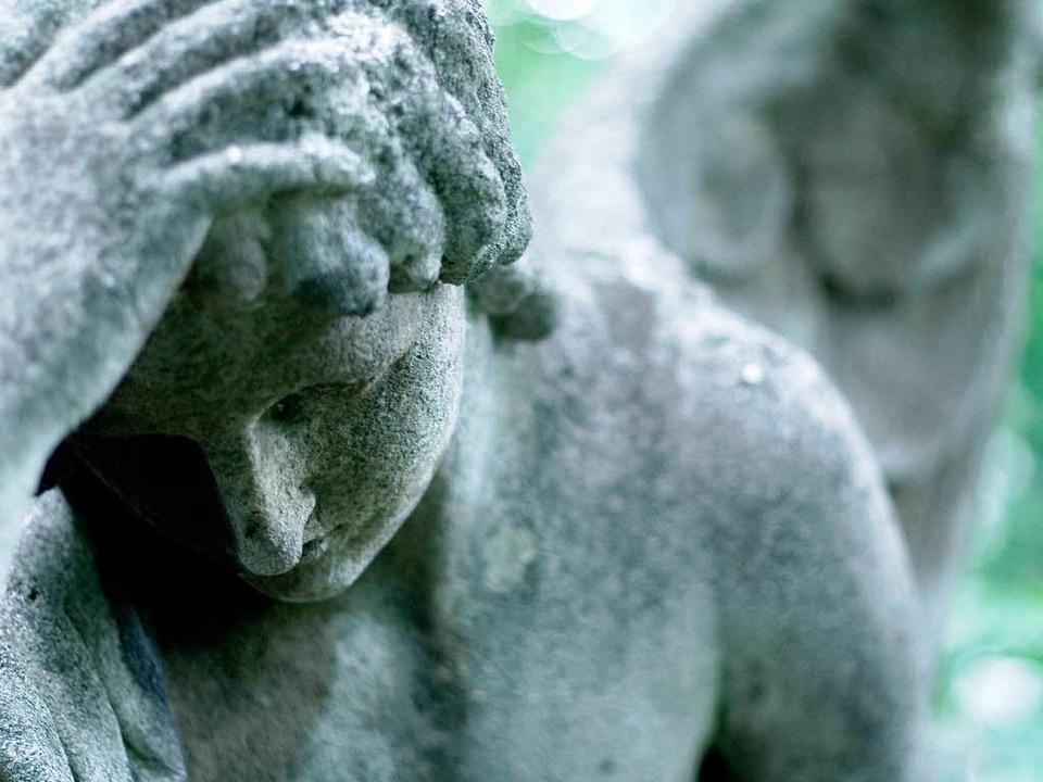 Trauer und Erinnerung brauchen einen O...in Form von Grabsteinen als Denkmale.   | Foto:  Photocase.de/benicce