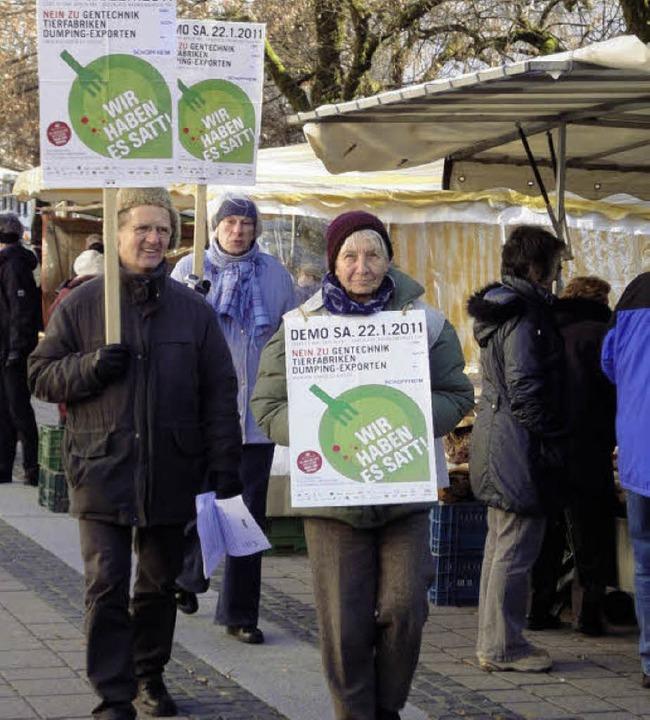 Die BUND-Ortsgruppe Schopfheim und Gle...d sprachen sich gegen Gentechnik aus.   | Foto: Silke Hartenstein