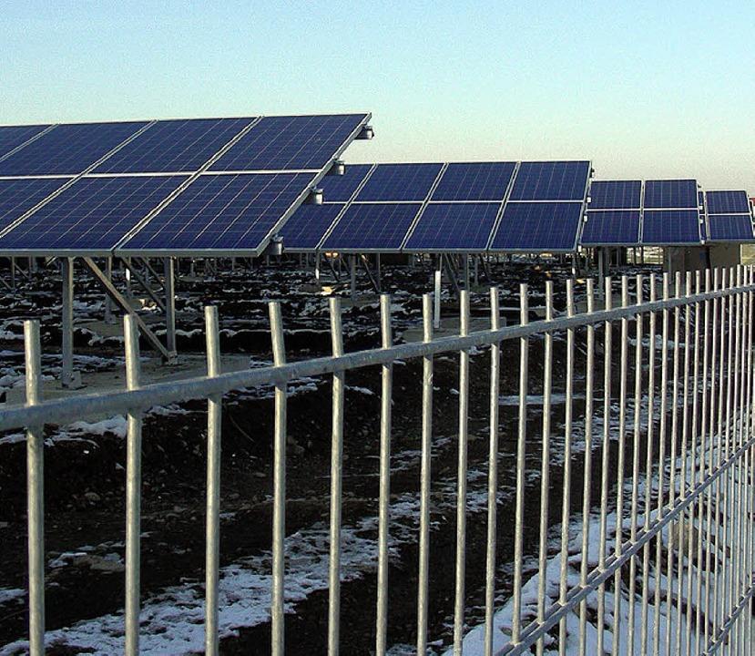 Seit einem Monat in Betrieb: Solarstrompark auf dem früheren Eternit-Gelände   | Foto: mario schöneberg