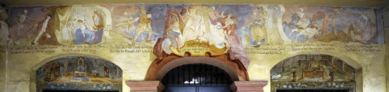In der Vorhalle der Michaelskapelle ze...der Tod letztlich jede und jeden holt.  | Foto: Ingo Schneider