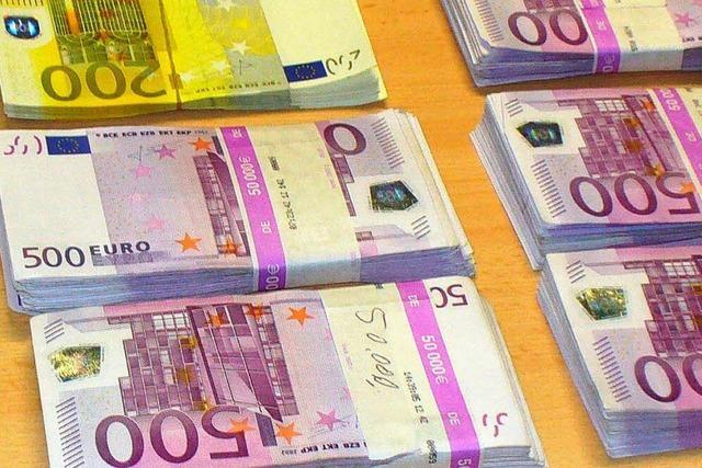 71-Jähriger schmuggelt 330.000 Euro in der Reisetasche