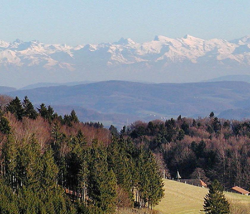 Blick vom Hornberg über Atdorf: Rund u... findet man ideale Wanderbedingungen.   | Foto: Wolfgang Adam