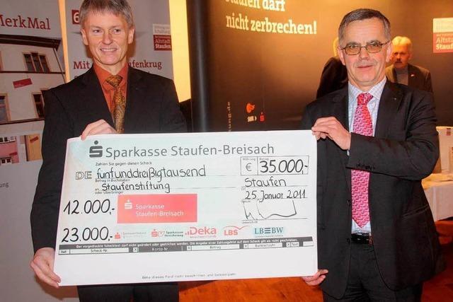 Sparkasse spendet 35000 Euro für Altstadt-Stiftung