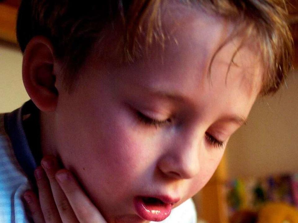 Häufig muss sich ein Kind im Vergiftungsfall übergeben.  | Foto: ddp