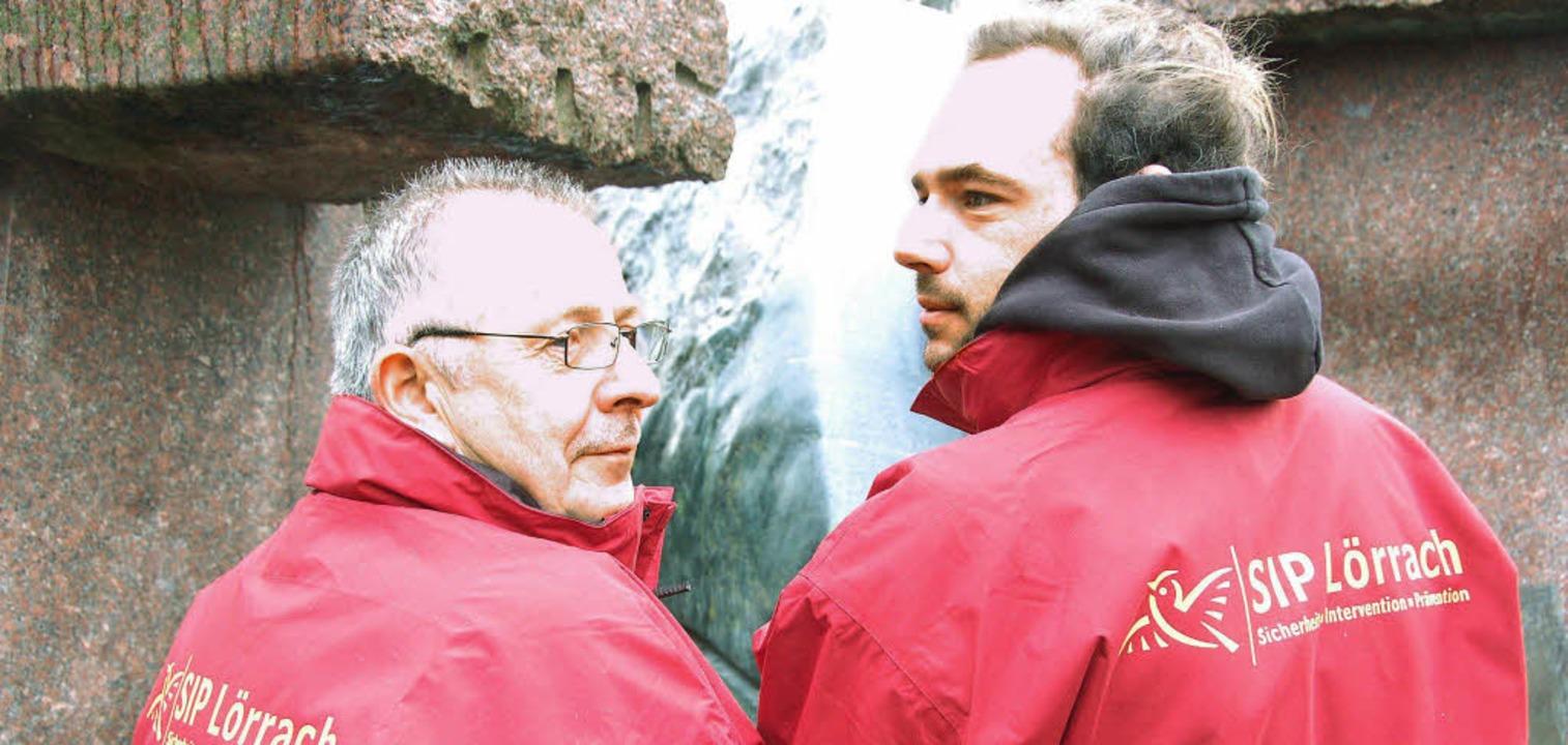 Leicht erkennbar mit roten Jacken und ... der Jugendarbeit im Stadtgebiet auf.   | Foto: Willi Adam