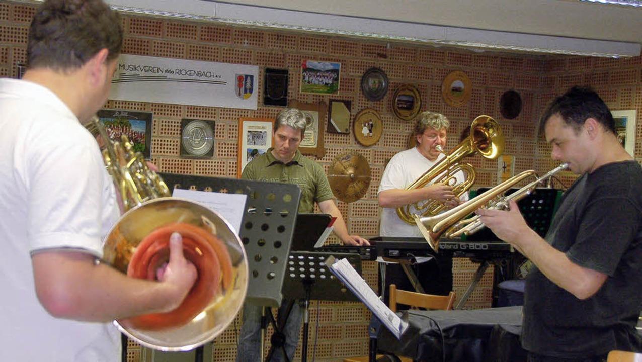 Im bisherigen Probenraum des Musikvere...einige Erwachsene miteinander proben.   | Foto: Archivfoto: Katja Mielcarek