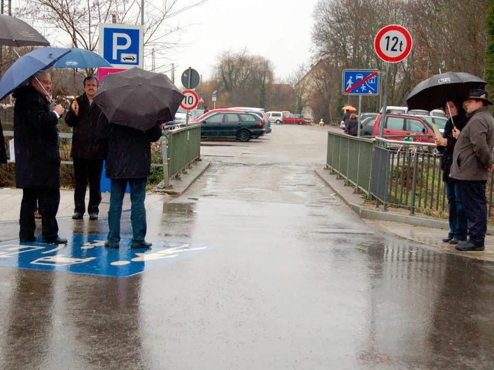 Vor-Ort-Termin am Parkplatz beim Bahnh...ng und Begutachtung der Beschilderung.  | Foto: Marius Alexander