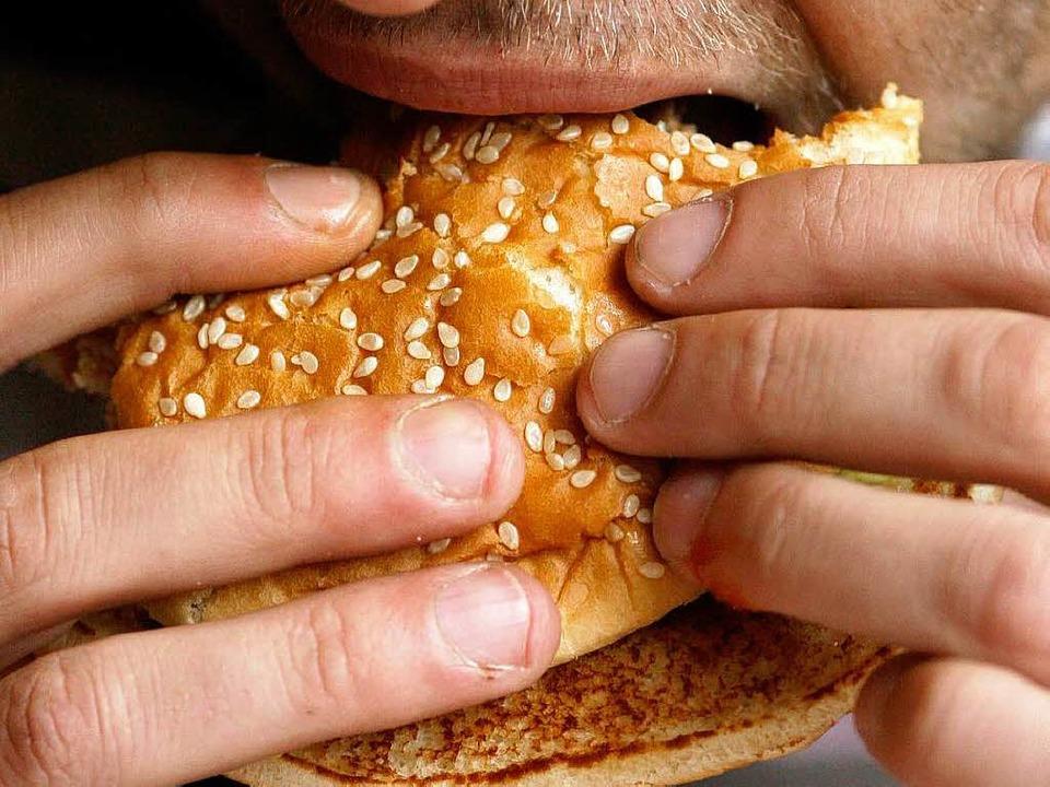 Als gesundheitsfördernd gilt der Biss ...1; aber kann er auch depressiv machen?  | Foto: ddp