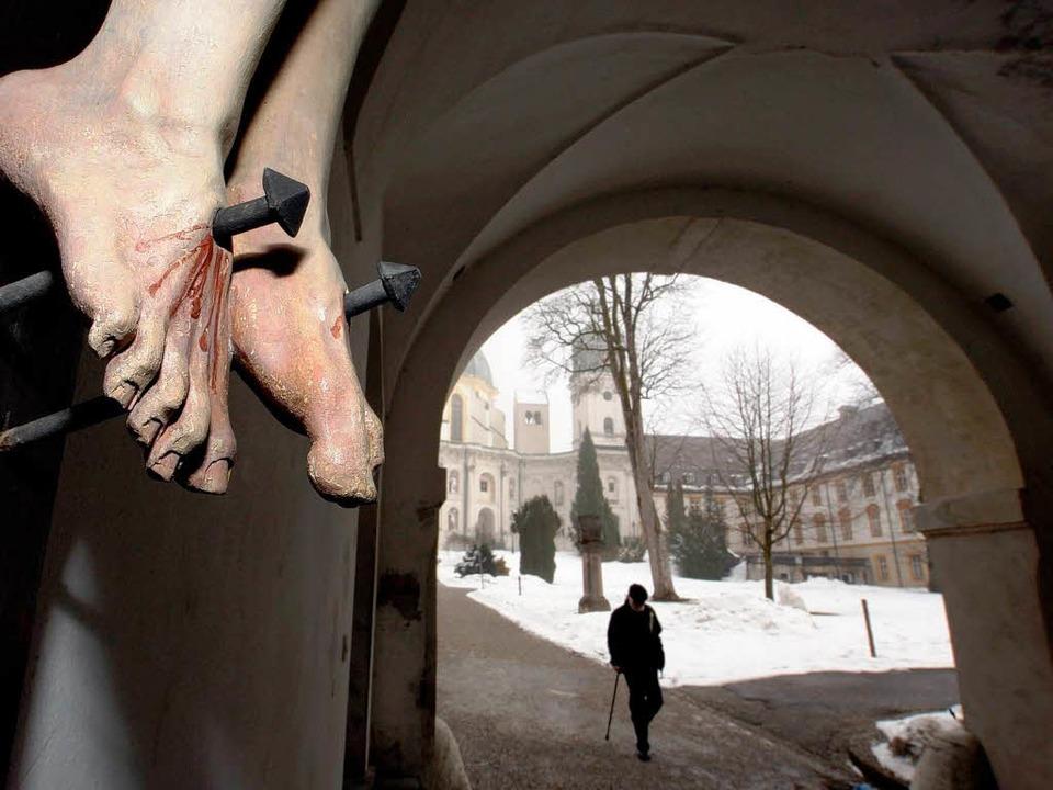 Das Leiden der Kinder – auch im ...er Ettal kam es zur sexuellen Gewalt.     Foto: DPA