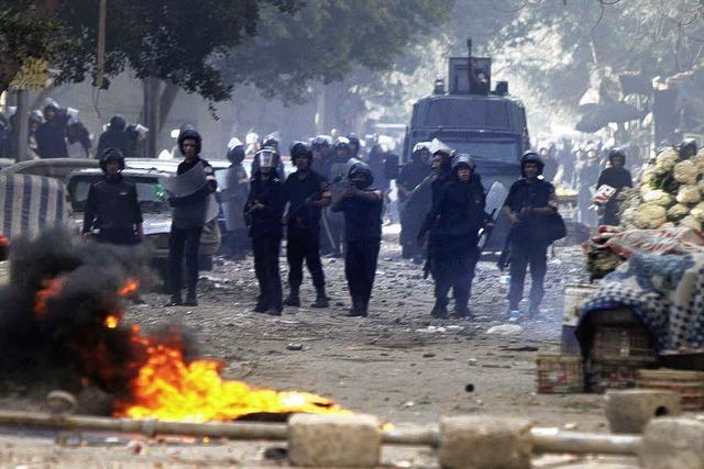 In Kairo fährt die Armee auf