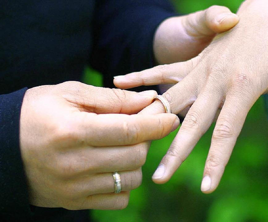 Ein faules Geschäft: Ehering gegen Aufenthaltsgenehmigung   | Foto: ddp