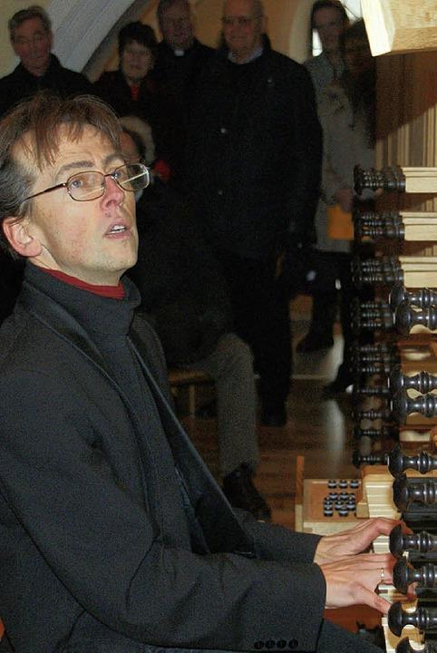 Organist Wieland Meinhold an der Metzler-Orgel in der Wehrer Kirche  St. Martin   | Foto: Hrvoje Miloslavic