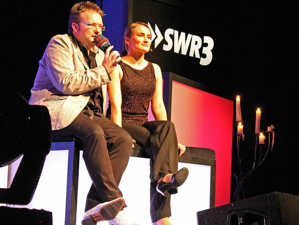 Was will uns der Interpret sagen? SWR3...t mit Schauspielerin Carola von Grot.   | Foto: Victoria Schlusche