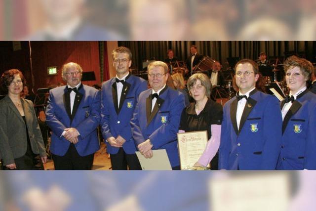 Auszeichnung für Stützen des Vereins